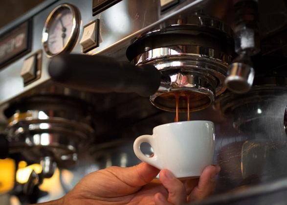 Máy pha cà phê chảy nhanh