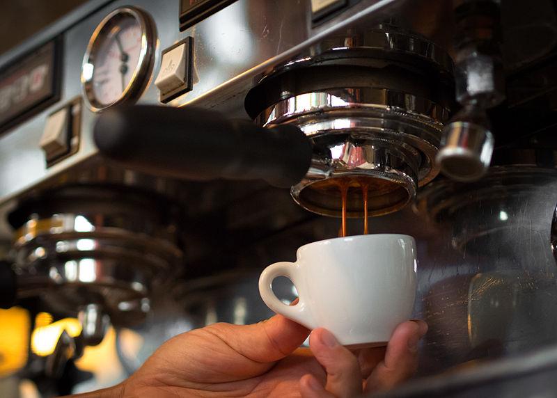 pha cà phê bằng máy có ngon không
