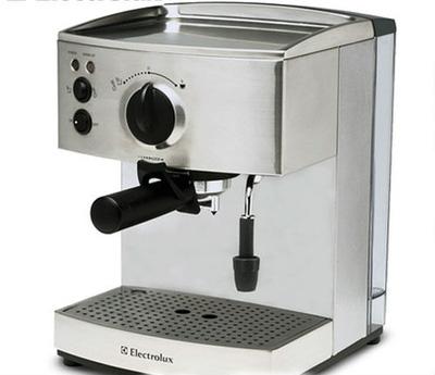 Máy pha cà phê electrolux ECM3200 thiết kế nhỏ gọn, phù hợp với mọi gian bếp của mỗi gia đình