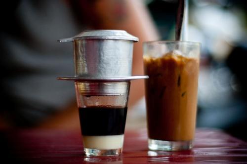 Cà phê phin - nét đặc trưng của người Việt